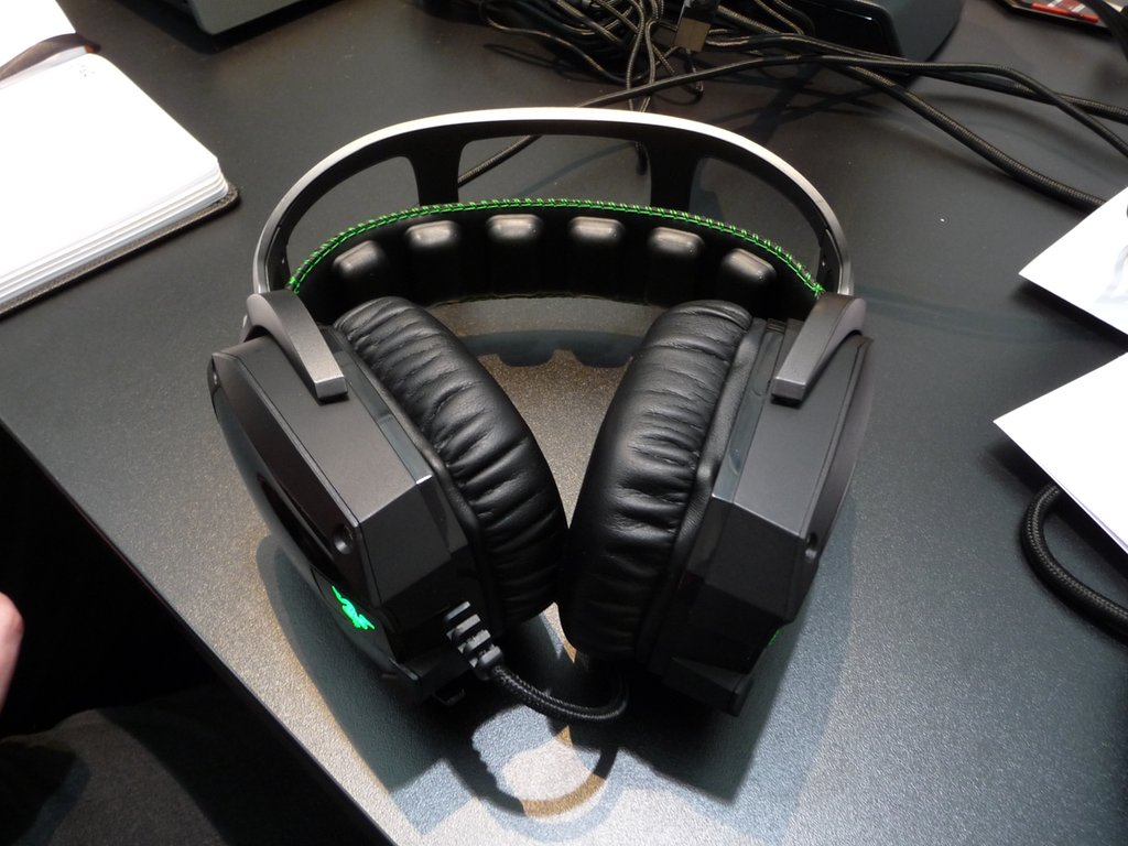 cebit_2012_razer_tiamat_7_1_headset_1