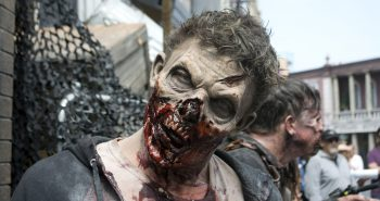 the-walking-dead-attraction-walker