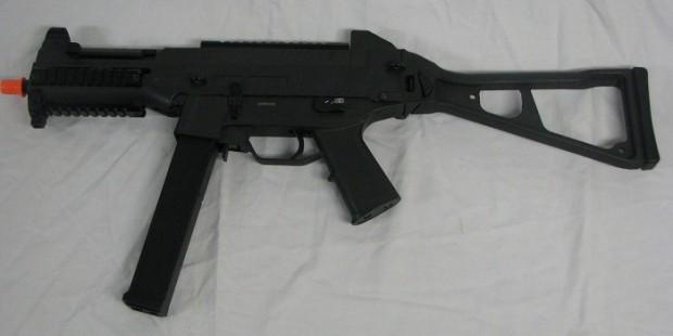DE-UMP-M89-LASER-SCOPE-AIRSOFT-RIFLE-LEFT-VIEW