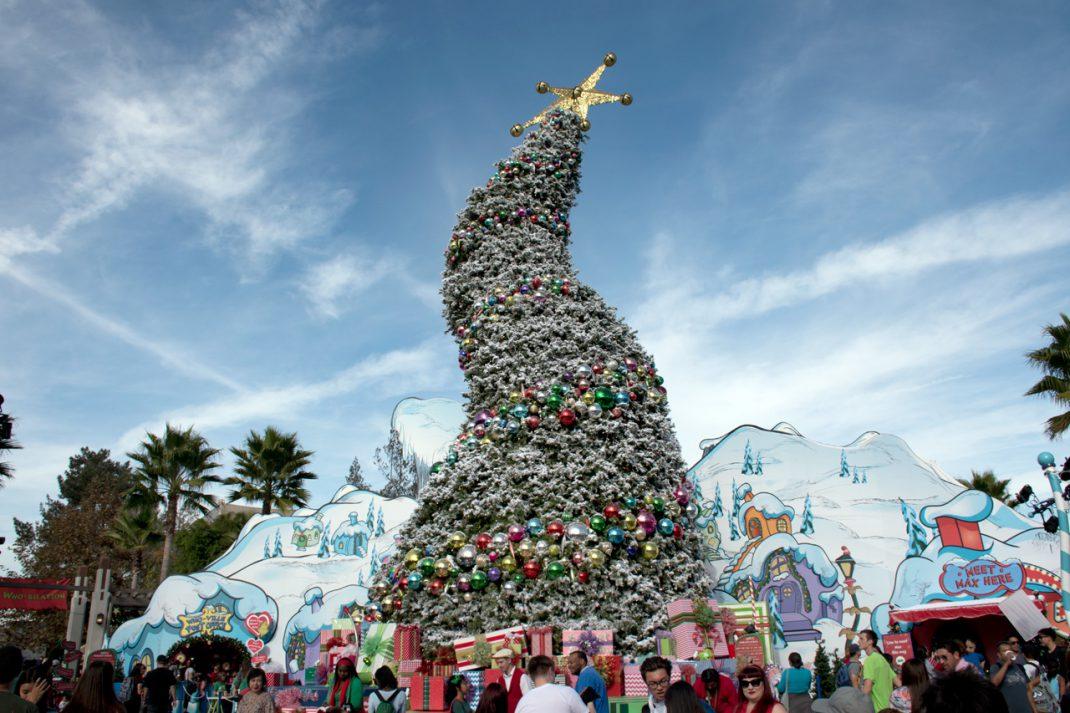 universal studios hollywood grinchmas and hogwarts holiday 2017 review gamingshogun - When Does Universal Studios Hollywood Decorate For Christmas